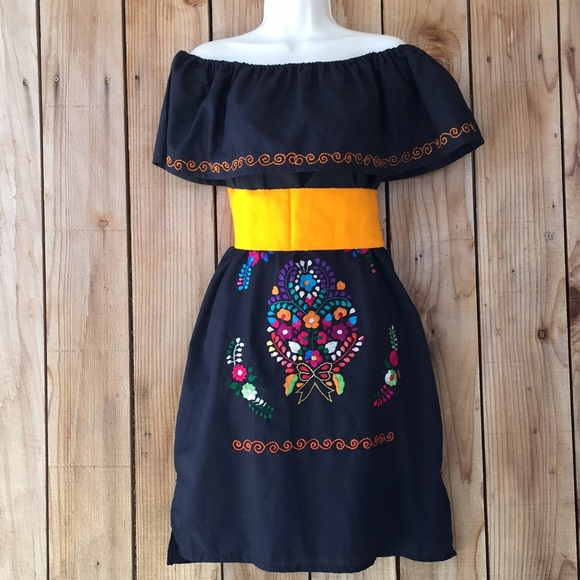 30e000f88c5 Mexican Embroidered dress size Small with belt